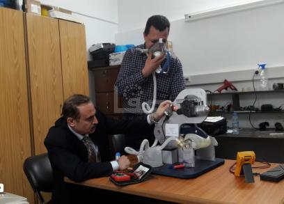 مهندسان بغزة يبتكران جهازًا للتنفس الاصطناعي
