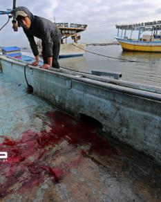 دماء على القارب.. شاهد على جريمة إعدام الصياد أبو ريالة