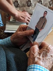والد أسير بسجون الاحتلال يعد الأيام لحرية نجله