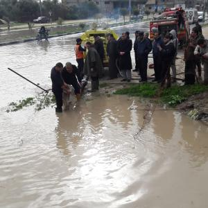 مياه الأمطار تغلق شوارع رئيسية جنوب قطاع غزة