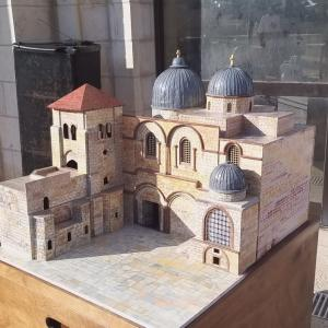 معرض لفنان مقدسي يمزج التاريخ والتكنولوجيا