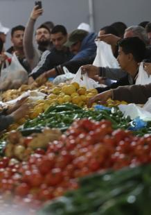 سوق خيري للأسر محدودة الدخل في غزة بدعم قطري