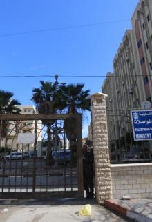 إضراب بمؤسسات الحكومة بغزة احتجاجًا على عدم صرف الرواتب