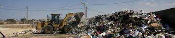 """""""صفا"""" تكشف: اعتقال شبكة تدفن نفايات إسرائيلية خطرة بجنين"""
