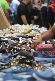 استعدادت الأسواق والمواطنين في مدينة غزة لاستقبال عيد الفطر السعيد