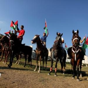 مسير للخيالة تضامنًا مع الأقصى في غزة