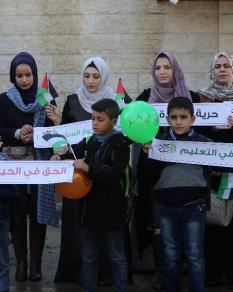 سلسلة بشرية بغزة للمطالبة بحماية شعبنا
