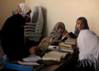 طلبة مدارس غزة يستغلون الإجازة لحفظ القرآن الكريم