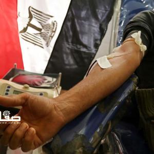مواطنون من غزة يتبرعون بالدم لمصابي هجوم سيناء