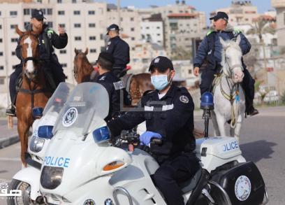 الشرطة في غزة تنتشر منعًا للتجمهر احترازيًا من تفشي كورونا