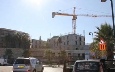 """فندق """"روسلان"""" الإسرائيلي يطمس ثاني أكبر مساجد فلسطين"""