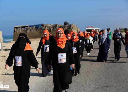 عشرات الفلسطينيات يشاركن بالماراثون البرتقالي بخانيونس