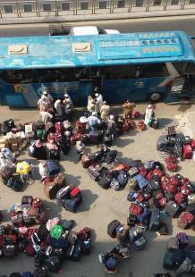 حجاج بيت الله الحرام في طريق عودتهم لبلدانهم