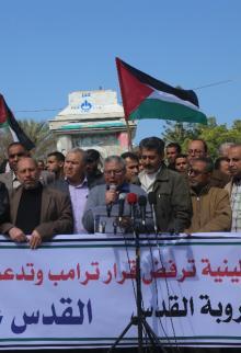 وقفة للأطر العمالية بغزة للمطالبة برفع عقوبات السلطة