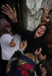 حزن وغضب خلال تشييع جثمان الشهيد الكفارنة ببيت حانون