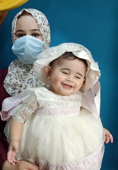المصورة فاتن تشجع ثقافة ارتداء الكمامة بـصور تذكارية