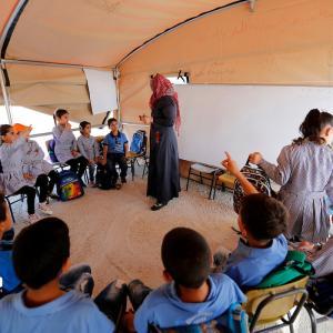 بيت لحم: هدم الاحتلال مدرستهم فتعلموا في الخيام
