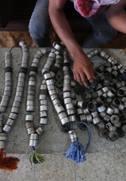 غزي يزرع الحياة بقنابل الموت الإسرائيلية