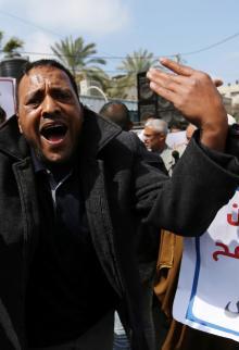 أصحاب المصانع المدمرة يحتجون على تأخر الإعمار بغزة