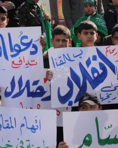 وقفة أمام السفارة المصرية بغزة احتجاجا على القرار المصري ضد القسام
