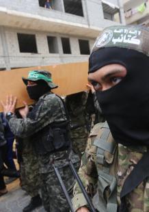 تشييع مهيب للشهيد محمود القيشاوي بغزة