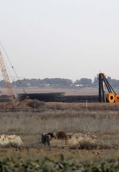 أعمال بناء العائق الأرضي الإسرائيلي على حدود غزة