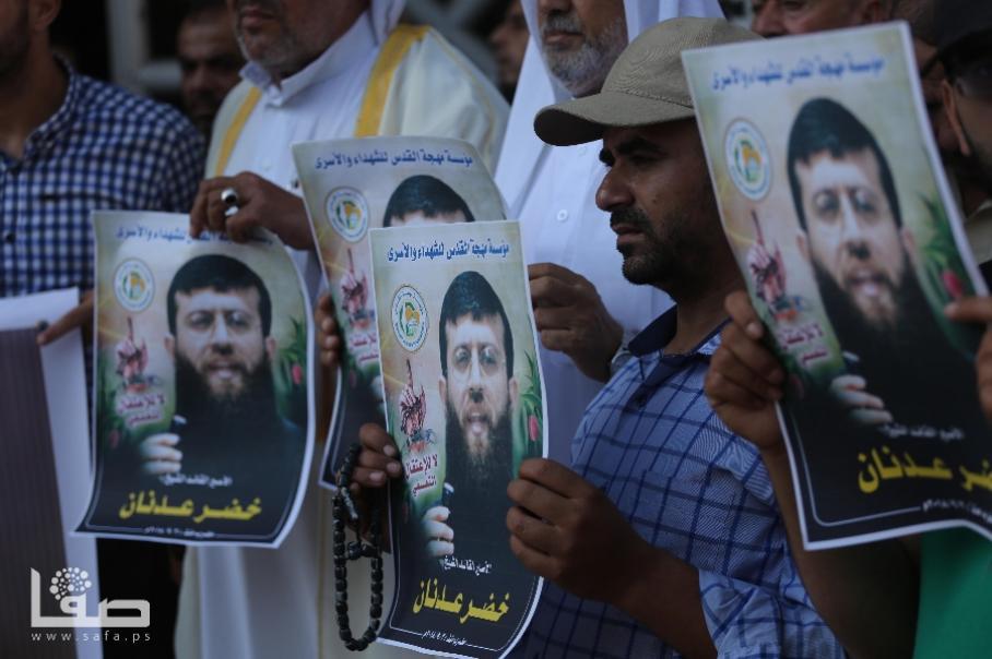 وقفة تحذر من خطورة وضع عدنان وتطالب بالتحرك لنصرة الأسرى