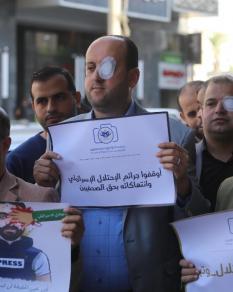 وقفتان في غزة ونابلس تضامنًا مع الصحفي عمارنة