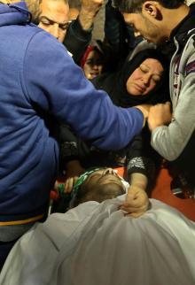 تشييع صياد استشهد برصاص البحرية المصرية في غزة