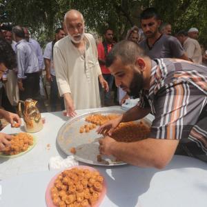 فرحة أوائل طلاب التوجيهي بغزة