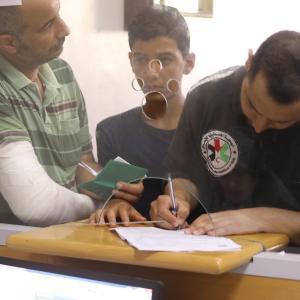 بدء صرف 100$ لـ 60 ألف أسرة فقيرة بغزة