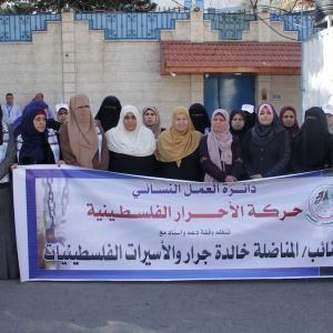 وقفات نسائية بغزة تضامنا مع الأسيرات والأسرى بسجون الاحتلال