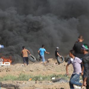 مواجهات مع قوات الاحتلال في الجمعة الـ14 لمسيرة العودة