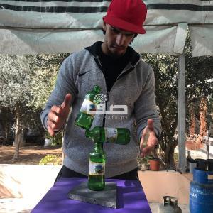 الشاب محمد الشنباري (٢٤ عامًا) من بيت حانون شمال قطاع غزة يمتلك موهبه توازن المجسمات