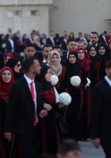 عرس جماعي لمئات العرسان في رام الله