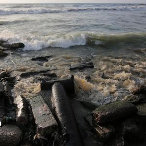 المياه العادمة تلوث بحر غزة