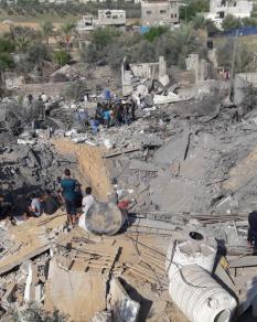 الاحتلال يدمر منزل المواطن صابر أبو عمرة بالقرارة جنوبي القطاع
