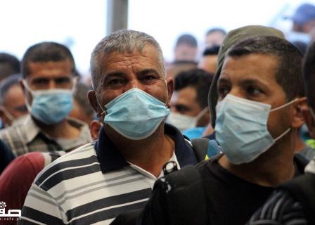 عمال فلسطينيون يذهبون للعمل بالداخل المحتل