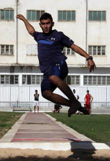 طلاب يشاركون في ألعاب القوى التي تنظمها مديرية التعليم الفلسطينية في مدينة غزة
