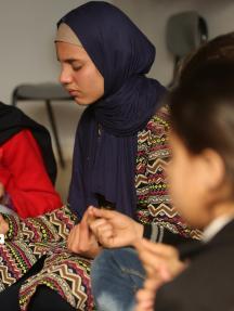 أطفال يتلقون دروسًا في اليوغا بغزة