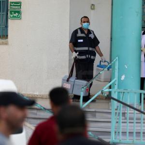 سحب عينات من محجورين في غزة لفحص كورونا