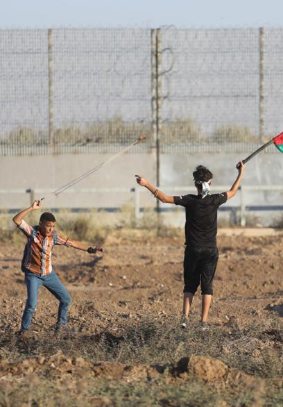 مشاهد من فعاليات الجمعة الـ77 من مسيرات العودة وكسر الحصار