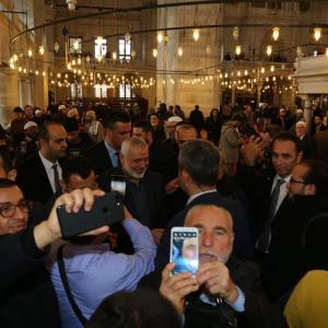 استقبال حافل لهنية في مسجد الفاتح بإسطنبول