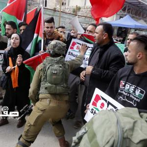 الاحتلال يقمع متظاهرين بالخليل