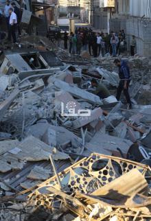 طائرات الاحتلال تشن غارات على قطاع غزة وأضرار كبيرة في أحد المباني وسط مدينة غزة