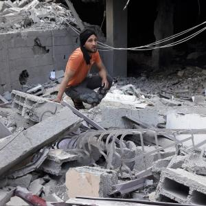 قصف برج سكني وسط رفح
