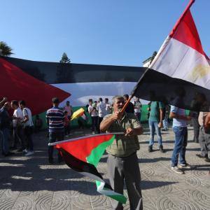 مواطنون بغزة يحتفلون بتوقيع اتفاق المصالحة