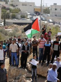 فعالية احتجاجيية تطالب بفتح شارع مغلق بالخليل