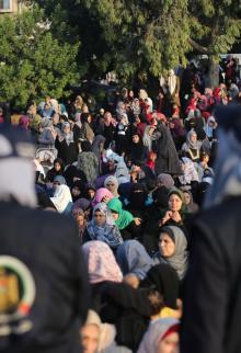هنية يؤم المصلين بصلاة العيد في غزة