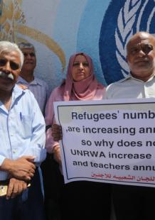 وقفة بغزة لمطالبة أونروا بتحمل مسؤولياتها